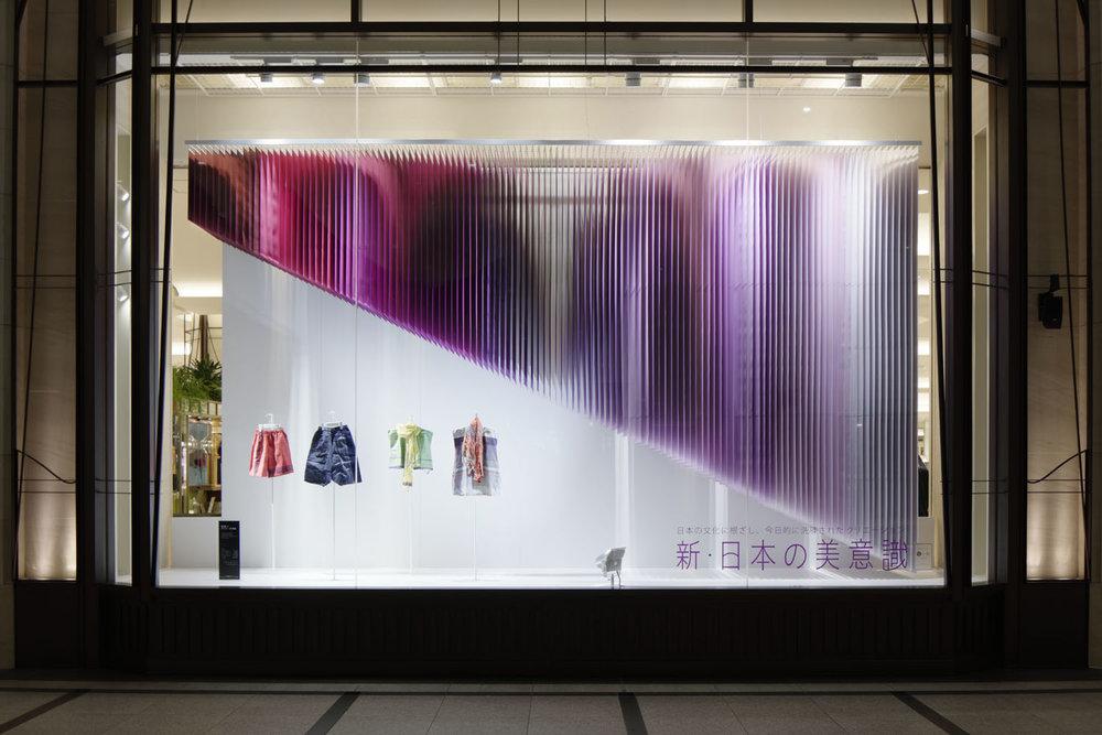 "100 colors #20 – ""New - Japanese Sense of Beauty"" pentru magazinul Hankyu, martie – aprilie 2013, Osaka. Sursa foto: emmanuellemoureaux.com."