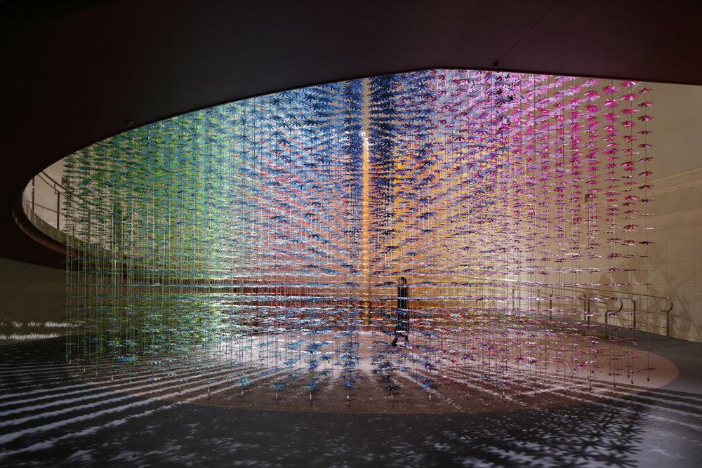 """100 colors #17 – """"Color Mixing"""" pentru NSK 100 de ani, noiembrie 2016, Spiral, Tokio. Sursa foto: emmanuellemoureaux.com."""
