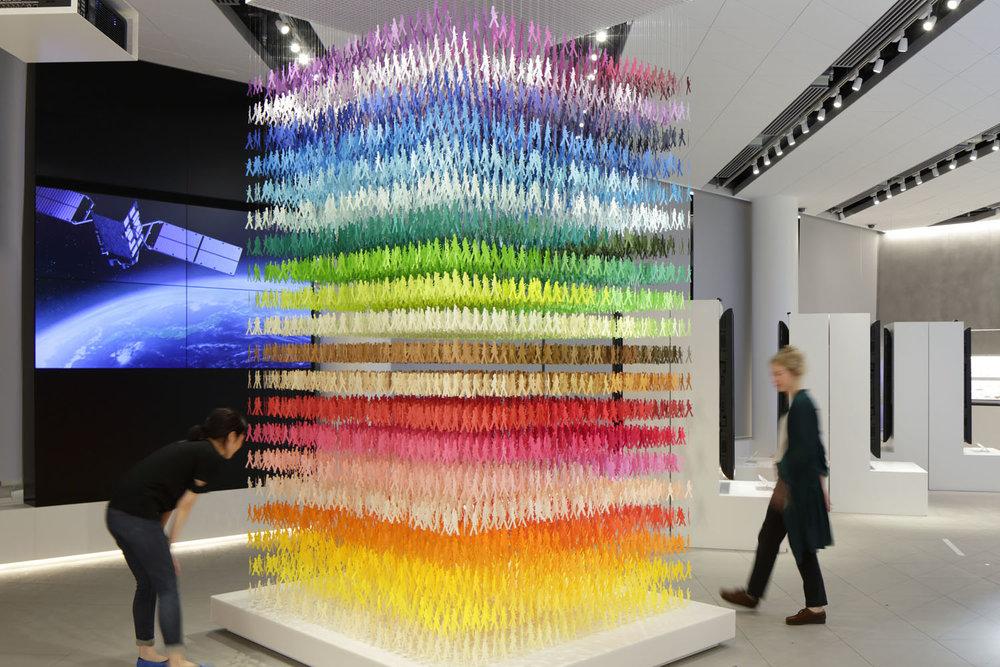 "100 colors #12 – ""I am here"" pentru expoziția ""Space in Ginza"" iulie - septembrie 2016, METoA Ginza, Tokio. Sursa foto: emmanuellemoureaux.com."