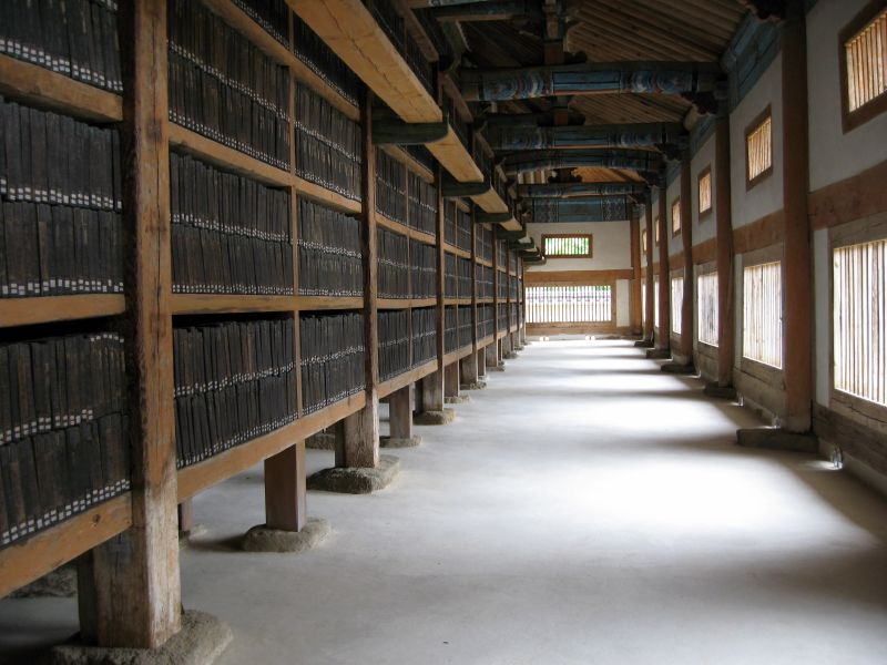 O parte din plăcile Tripițaka Koreana găzduite și azi la templul Haeinsa